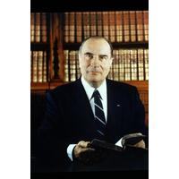 Portrait officiel du Président François Mitterrand