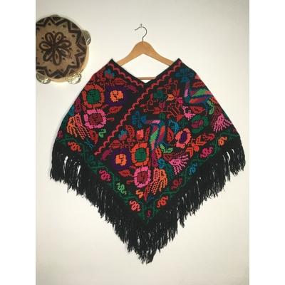 Poncho en laine brodé