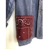 veste bleu de travail bandana bordeaux détail
