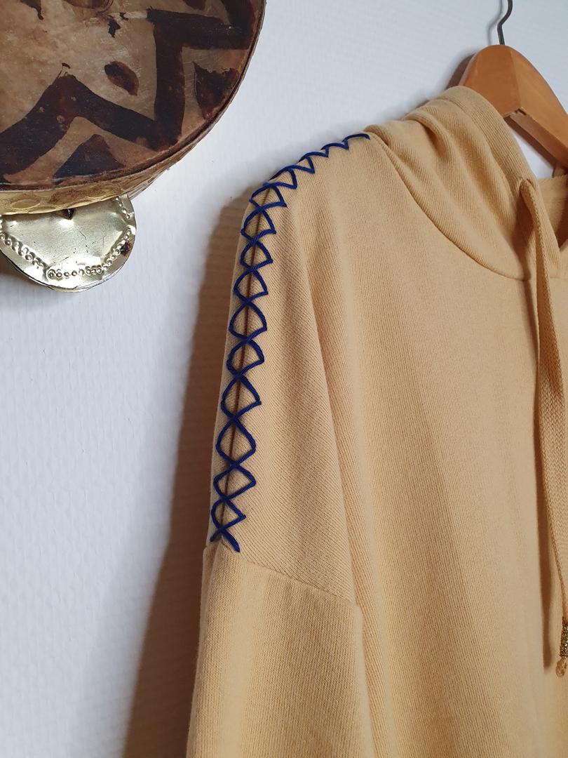hoodie jaune détail