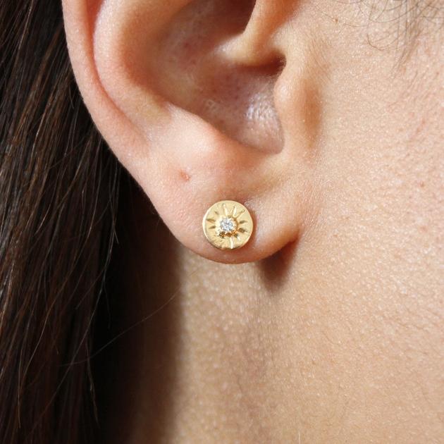 boucles-d-oreilles-dorees-avec-zircon (1)