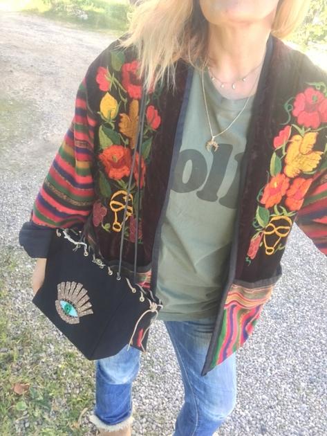 veste guatemala brodée portée