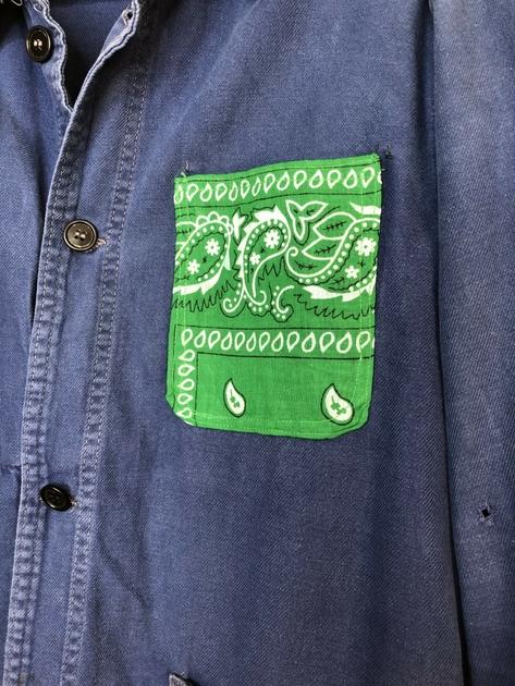 veste bleu de travail bandana vert détail bis