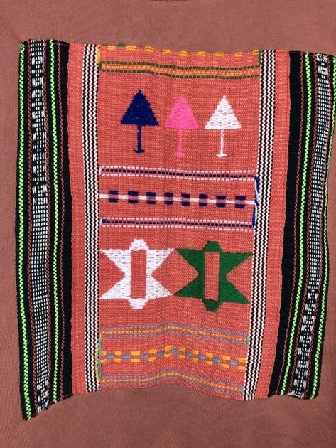 sweat pérù brique détail tissu péruvien