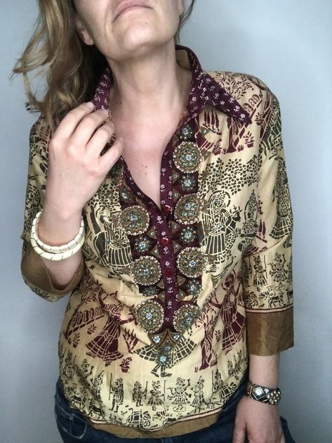 chemise indienne brodée portée