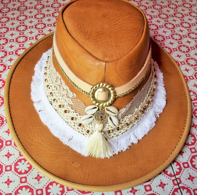 Chapeau cuir blanc 1