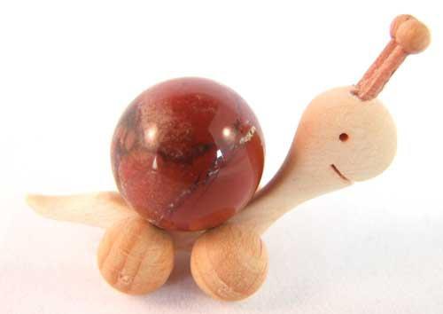 2288-boule-de-massage-2-cm-en-jaspe-rouge-support-escargot