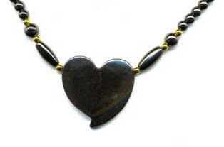 1894-collier-hematite-coeur-reflet