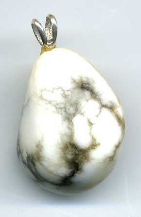 1538-pendentif-howlite-avec-pyrite-extra-avec-beliere-argent