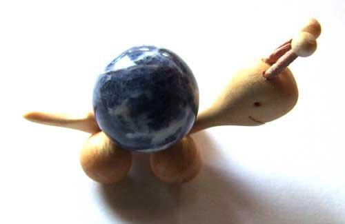 1487-boule-de-massage-2-cm-en-sodalite-support-escargot