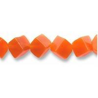 String Cube en cornaline foré en diagonale de 6mm
