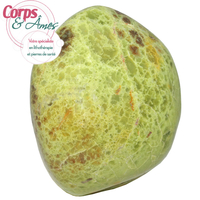 Pièce unique Opale verte polie en forme libre à poser de 1,03Kg