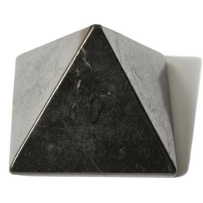 3751-pyramide-en-shungite-plus-ou-moins-50-x-50-mm