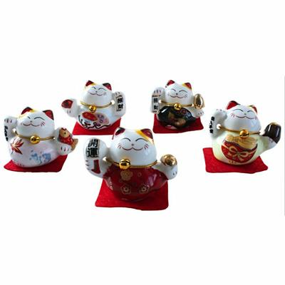 Chats-Maneki-Neko-en-porcelaine