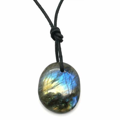Collier-Labradorite-(Spectrolite)-en-galet-oval-percé-Pierre-et-Bien-être