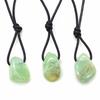Pendentif-calcite-verte-avec-cordon-2