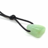 Pendentif-calcite-verte-avec-cordon-1