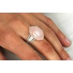 3933-bague-femme-bakara-grand-quartz-rose-argent-sur-main