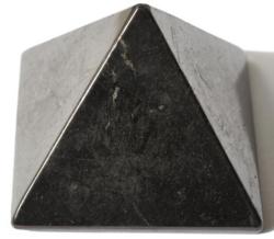 pyramide en Shungite plus ou moins 40 x 40 mm