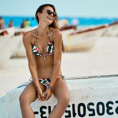 Triangel-Bikini Paraiso, weiß mit Palmenprints (Oberteil)