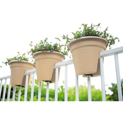 jardini re fuchsia pour balcon pour le jardin. Black Bedroom Furniture Sets. Home Design Ideas