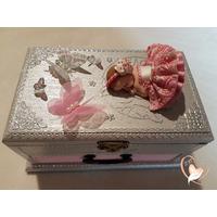 Boîte à musique bébé fille rose et grise- au cœur des arts