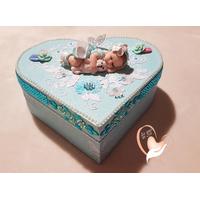 Boîte de naissance bébé fille bleue et blanche et son ours - au coeur de arts