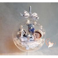 Bébé fille dans sa bulle - boule de noël - au cœur des arts