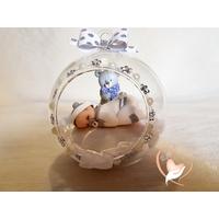 Bébé garçon dans sa bulle - boule de noël - au coeur des arts