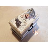 Boîte à musique grise et blanche bébé fille cristal et perle - au cœur des arts