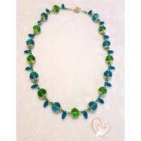 Collier Lagon, perles de cristal bleues et vertes, chaîne serpentine plaqué or
