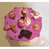 Boîte à gâteaux ou dosettes fuchsia et vanille