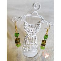Boucles d'oreille pendantes perles polaris vertes plaqué or