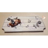 Plaque de porte bébé fille gris, ornée de papillons - au coeur des arts