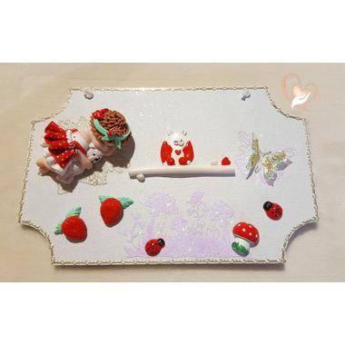 18B-Plaque de porte bébé fille fraise- au coeur des arts