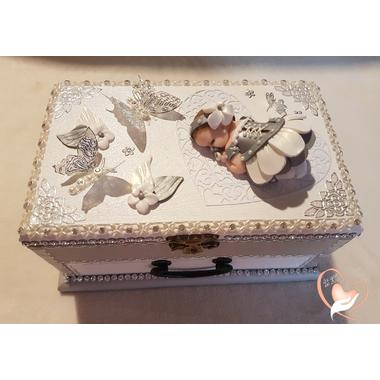 13-au-coeur-des-arts-Boite à musique bébé fille