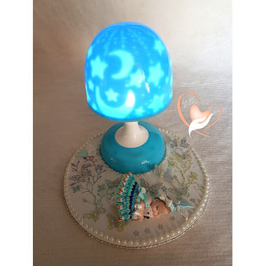 101-au coeur des arts-Veilleuse lampe lumineuse sur socle en bois bebe fille