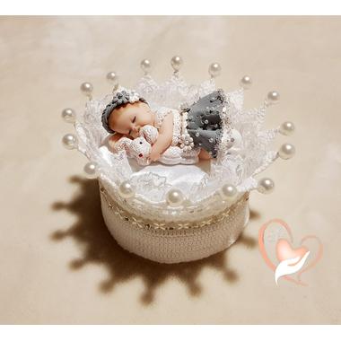 CD5-au-coeur-des-arts-couronne boîte à dragées bebe fille fimo et son lapin