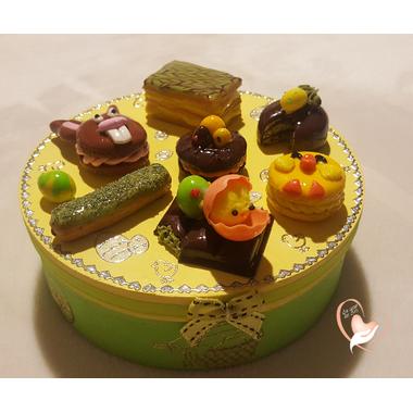 35-Boîte à biscuits ou chocolats - au coeur des arts