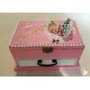 Boîte à musique rose et blanche bébé fille  - au coeur des arts