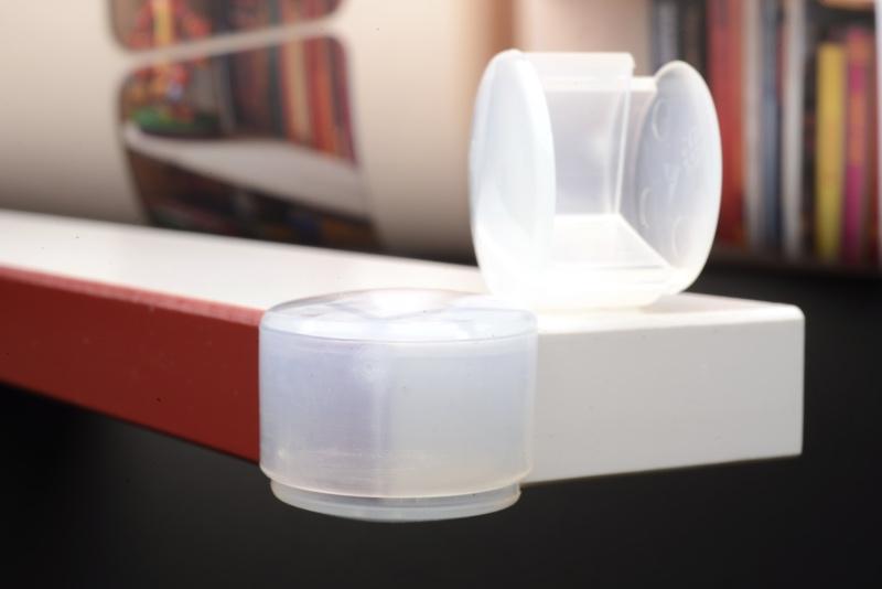 prot ge coin table et meuble transparent ajustable en. Black Bedroom Furniture Sets. Home Design Ideas