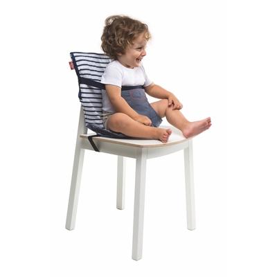 chaise nomade avec enfant assis sur chaise adulte