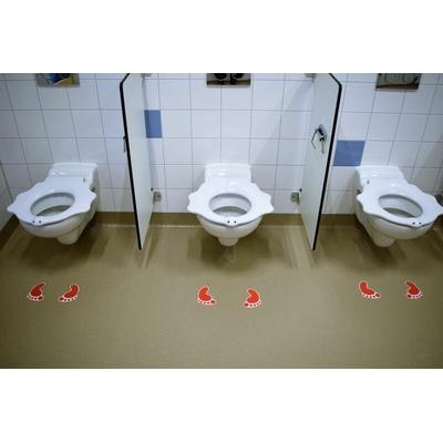 installation des pieds antidérapants dans les sanitaires