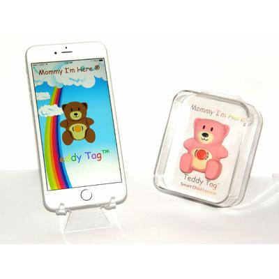 Ouson Teddy Tag rose dans sa boite et smartphone
