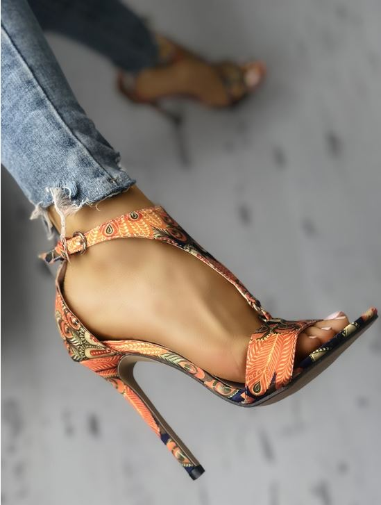 Chaussures à talons à motif de plumes de paon