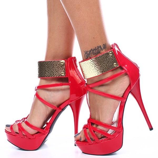 Chaussures à talons aiguilles rouges vernies