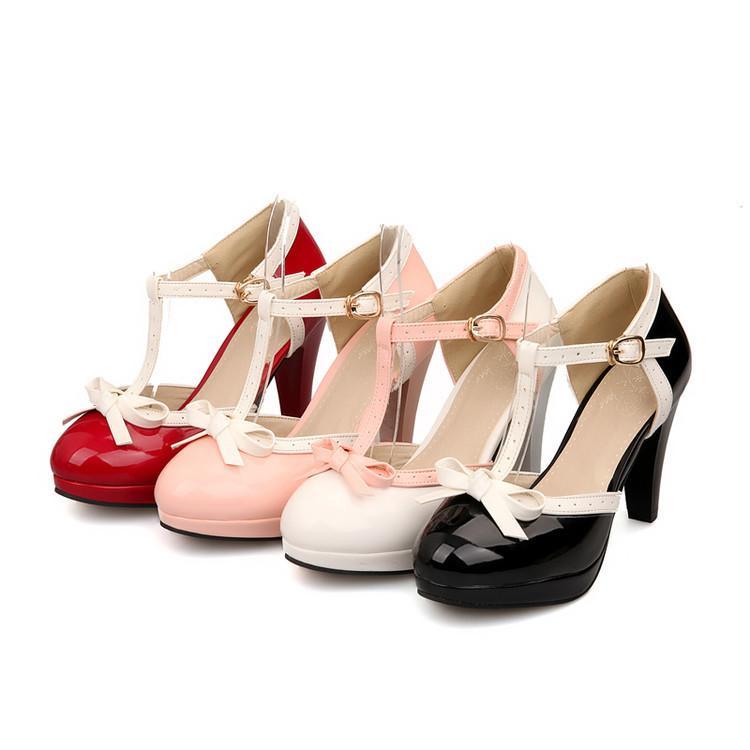 Chaussures à talon et bride