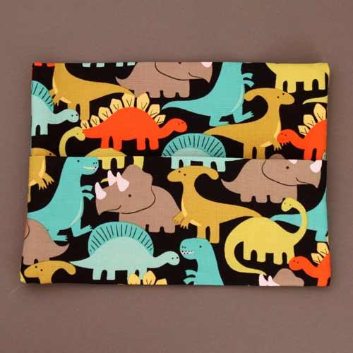 2661-serviette-de-table-enfants-cou-elastique-les-dinos-et-sa-pochette-assortie-lilooka