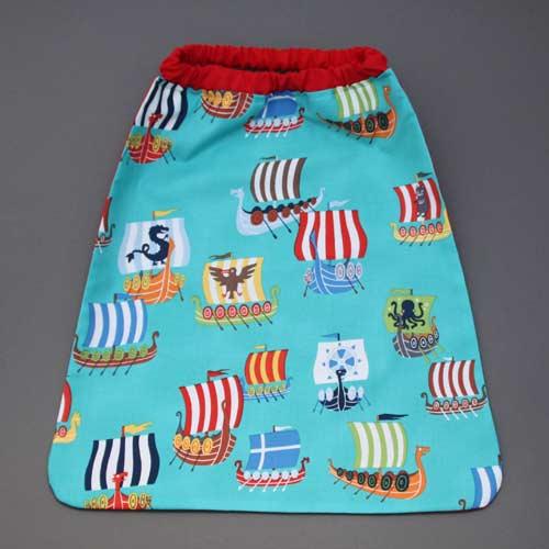 4017-serviette-de-table-enfants-cou-elastique-les-amis-de-la-foret-et-sa-pochette-assortie-lilooka