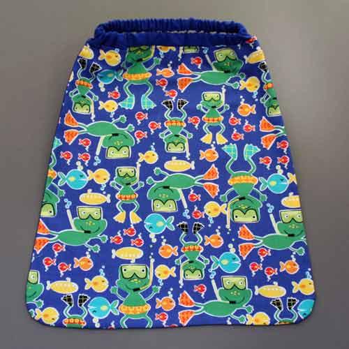 3102-serviette-de-table-enfant-grenouilles-a-la-mer-lilooka